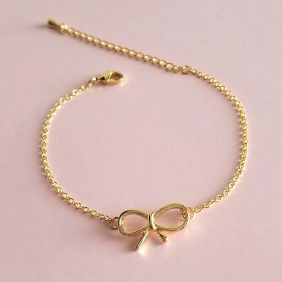e795c4c08bd68 NWOT Cute Gold Bow Bracelet